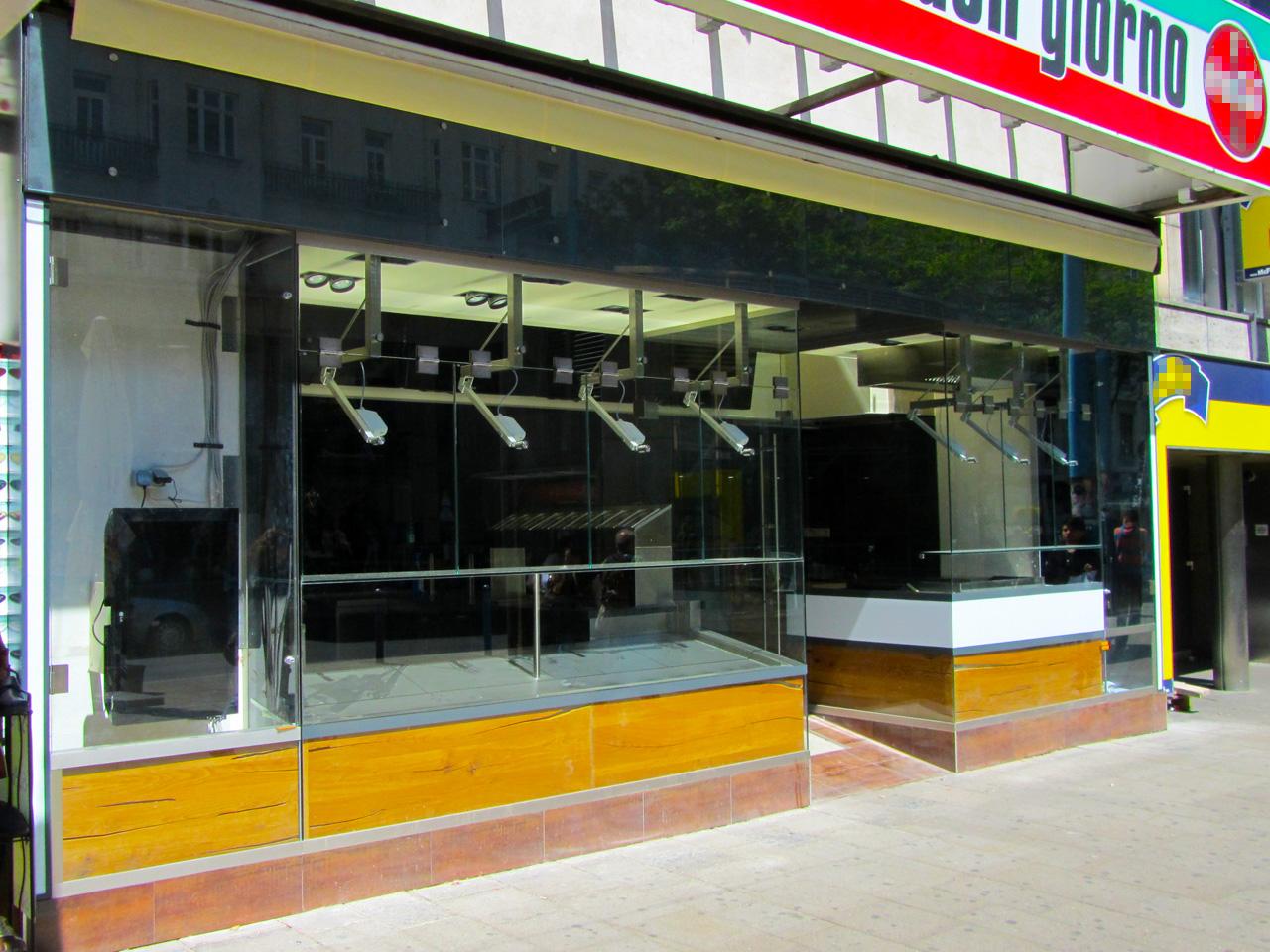 Elektrisch verstellbare Vitrinen-Fenster
